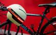 Parecerás RoboCop en bici con este nuevo casco inteligente