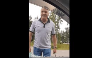 Violent man filmed hurling abuse and smashing car window