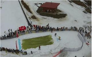 Slush pool skiing: The latest wintersport?