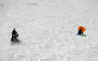 Video: Airbag saves female snowboarder in avalanche