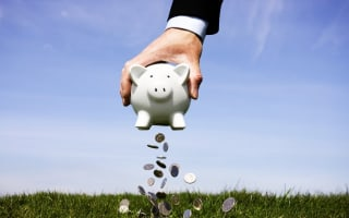 Piggy bank vs real bank - where do your savings go?