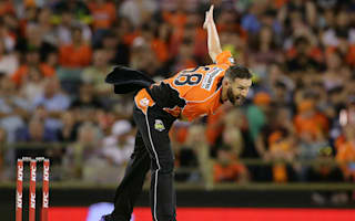 Tye hat-trick helps Scorchers stifle Heat to go top