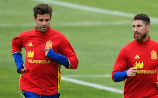 Great atmopshere between Ramos and Pique - Busquets on Spain's happy camp