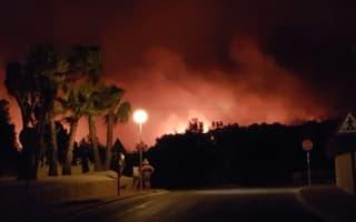 Hundreds evacuated as fire rips through forest near Benidorm