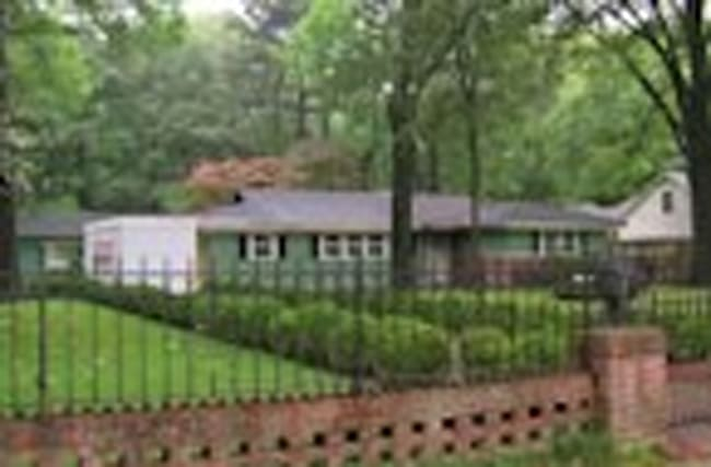 Elvis Presley's old home charred from fire