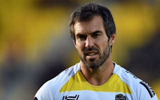 La Rochelle, Castres claim impressive wins, Carter injured in Racing defeat