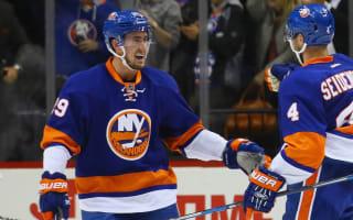 Islanders rally past Leafs, Blues blank Flyers