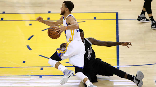 Curry shines as Warriors crush Spurs, lead series 2-0