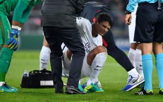 Thiago Silva gives thumbs up after head injury