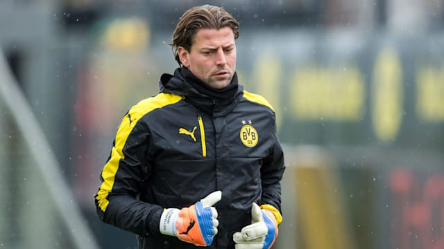 Dortmund keeper puts pen to paper on new deal