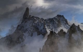 Climber finds body of missing snowboarder on French mountain