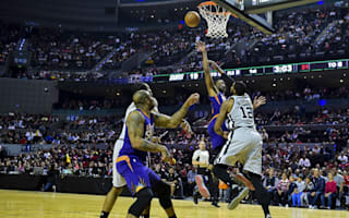 Suns stun Spurs, Clippers beat Lakers