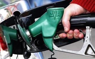 Oil giants must pass on price cuts, says government