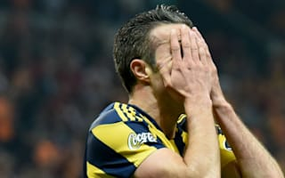 Van Persie suffers nasty eye injury