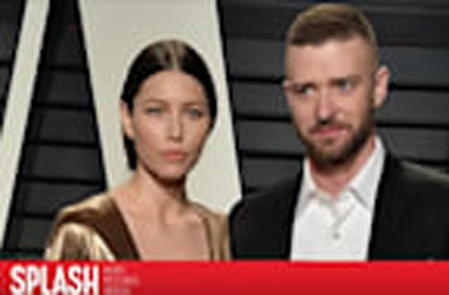 Justin Timberlake Pretends to Photobomb Jessica Biel at the Oscars
