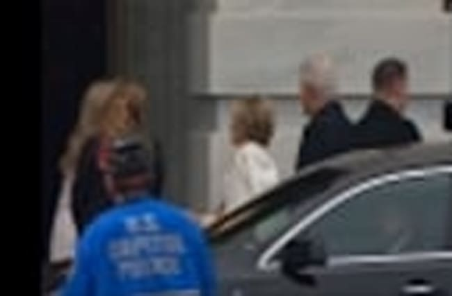 Raw: Carter, Clintons Arrive at Capitol