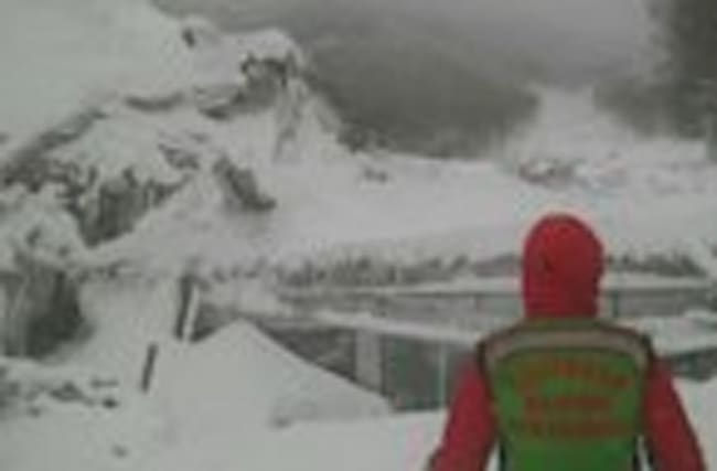 Rescue operation underway to find guests of hotel hit by avalanche following Italy earthquake
