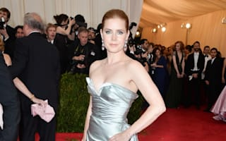 Amy Adams swaps first class seat with soldier in economy