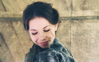 Bindi Irwin does koala cuddles for Easter