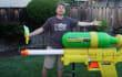 La pistola de agua más grande del mundo es también un arma de destrucción masiva
