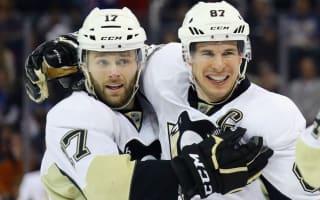 Penguins close gap on Rangers, Blackhawks clinch play-off spot