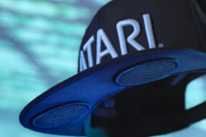 Atari presenta Speakerhat, una gorra con altavoces en la visera