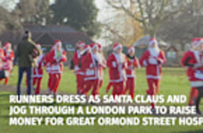 Thousands dressed as Santa dash through park to raise money for hospital