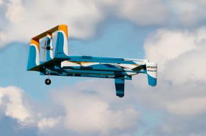 Los drones de Amazon podrían entregarte tus paquetes en paracaídas