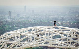 Daredevil Brit climbs Eiffel Tower without safety ropes