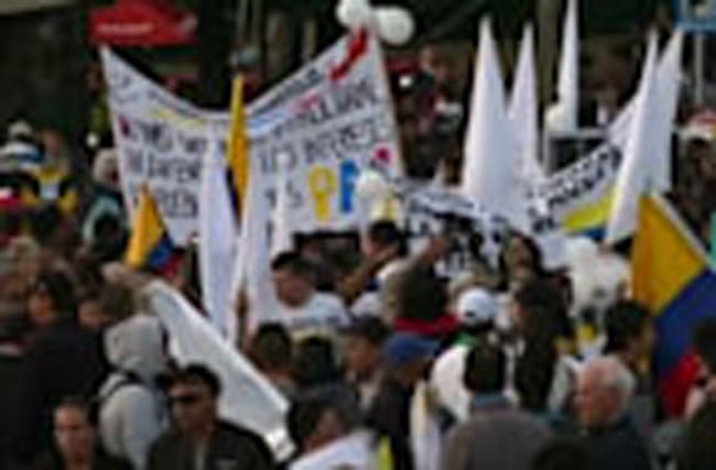 Colombian students march for peace