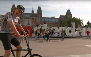 Here's how to safely cycle the roads of Amsterdam