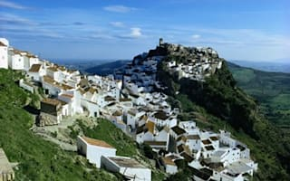 Spain offers residency to foreigners buying homes