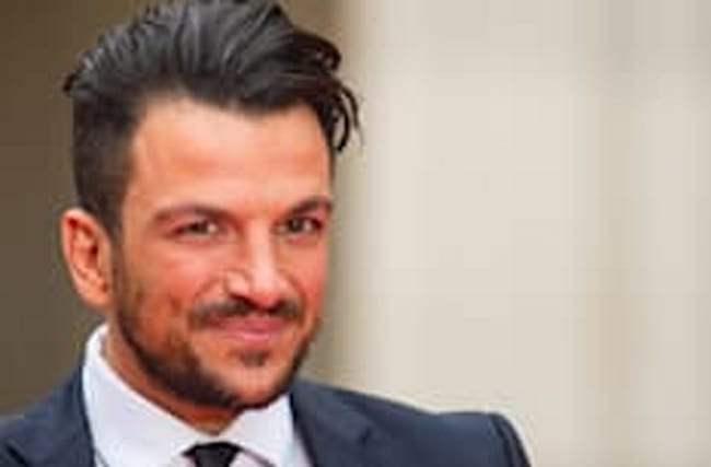 'It burns!' Peter Andre mistakes beauty serum for eye drops
