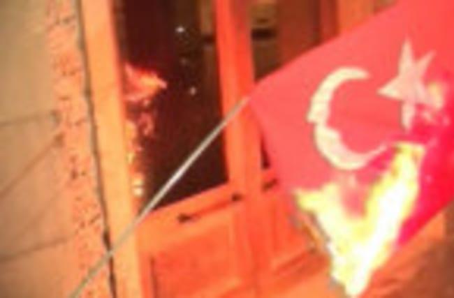 Armenians burn Turkish flag at rally commemorating 1915 killings