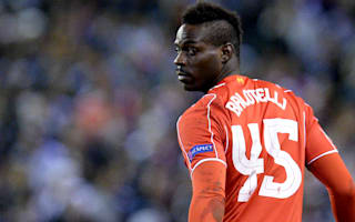 Balotelli lashes out at 'bad player' Carragher