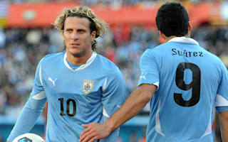 Suarez doesn't owe Uruguay anything, says Forlan