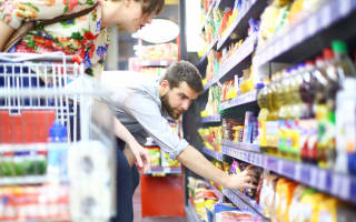 How crouching in the supermarket saves you money