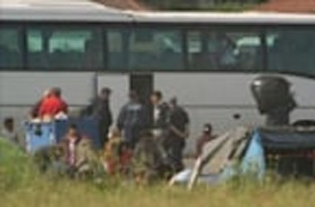 Greece starts to move migrants at makeshift camp