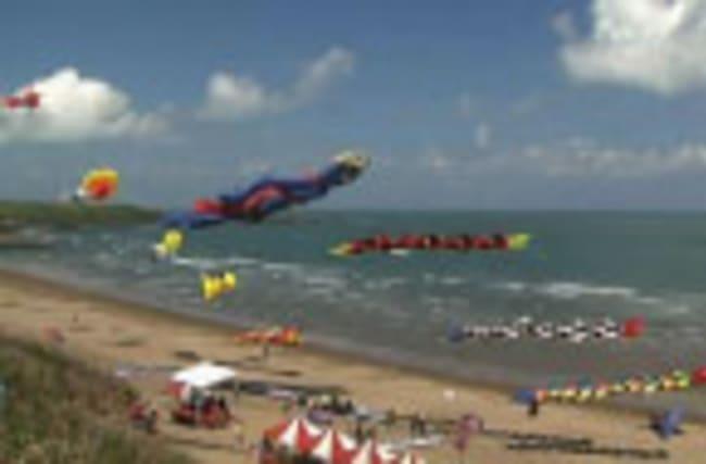 Raw: Kite Flying Displays in Taipei