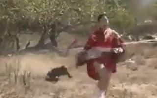 Woman in kimono races Komodo dragon - but who wins?