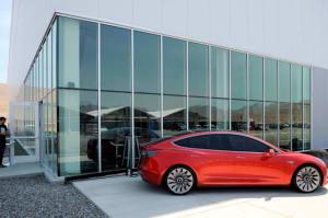 El 'económico' Tesla Model 3 puede acelerar de 0 a 100 en 5,6 segundos