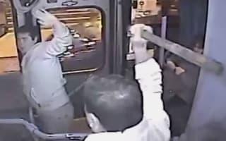 Video: Bus handbag thief gets his comeuppance