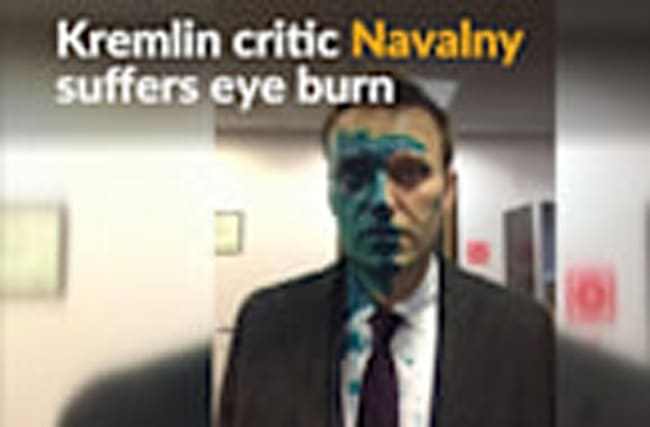 Russian opposition leader suffers eye burn