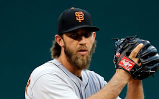 Giants' Bumgarner explains 'freak' accident that injured throwing shoulder