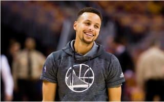 WATCH: Curry helps Warriors fan scoop $5,000 prize