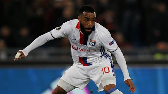 Lyon preparing to sell striker Lacazette to Atletico Madrid