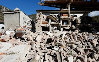 Thousands seek help after powerful new earthquake rocks Italy