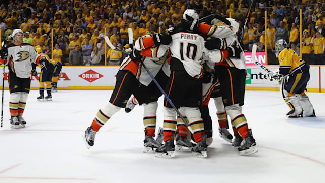 Ducks even series with Predators 2-2