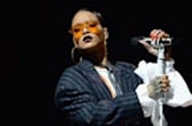 Rihanna Shows Up Late to 2016 Global Citizen Festival & Still Shines