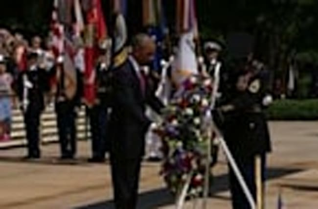 Obama lays wreath for Memorial Day